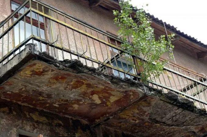 В Херсоне пара влюбленных выпала с балкона многоэтажного дома