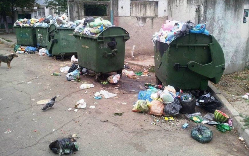 Херсон тонет в мусоре