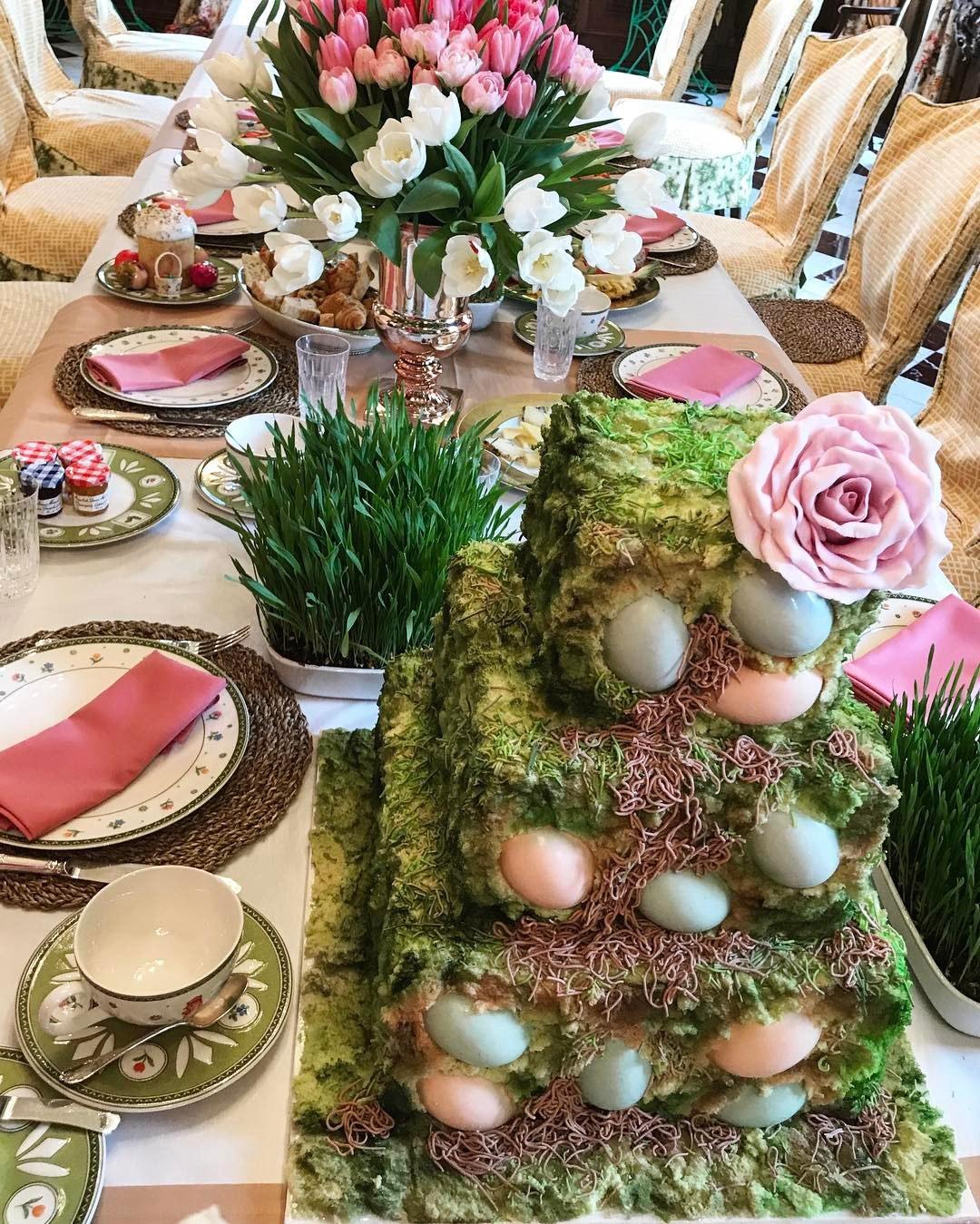 """Пасхальный торт """"с червями"""" на столе жены миллионера"""