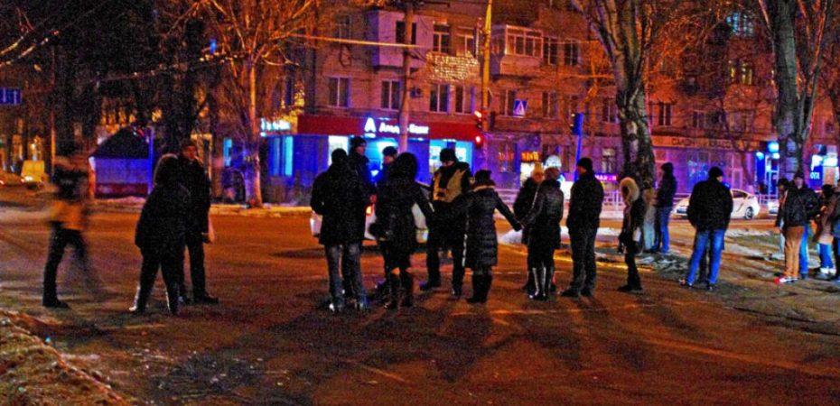В Херсоне отчаявшиеся жильцы общежитий перекрыли автодорогу