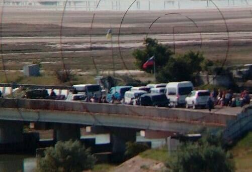 Окупанти знову сповільнюють пропускні операції в напрямку анексованого Криму