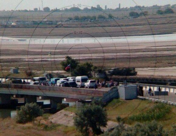 Окупанти знову створюють незручності при перетині адмінмежу із ТОТ АР Крим у напрямку анексованого Криму