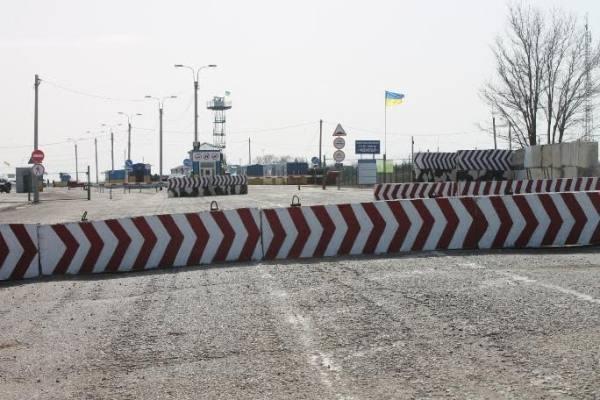 """Прикордонники зафіксували роботу окупаційних ЗМІ перед КПВВ """"Чонгар"""""""