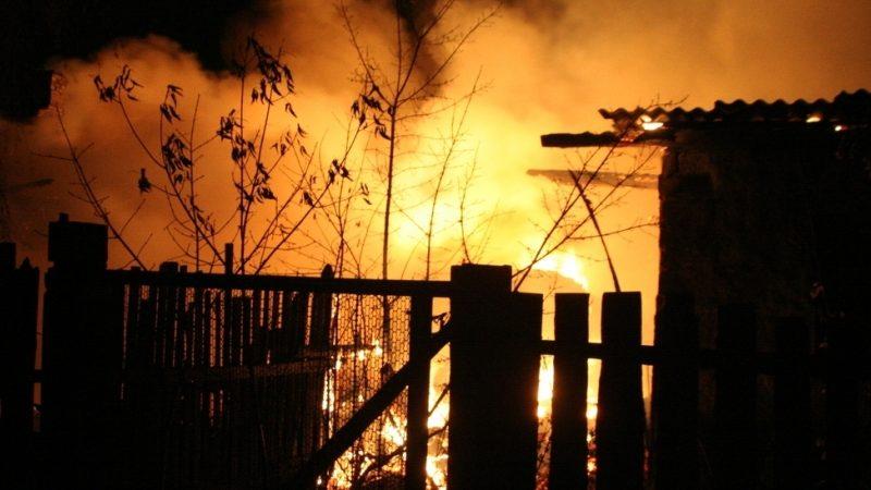 У Чаплинському районі вогнеборці загасили пожежу в сараї
