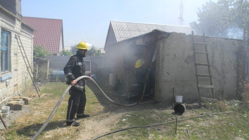 Каховські рятувальники ліквідували пожежу в господарчій споруді