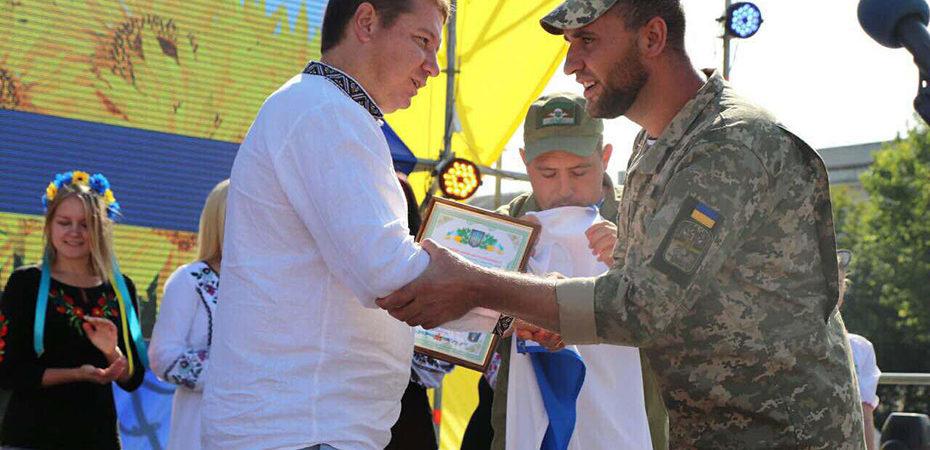 Андрій Гордєєв отримав подарунок від військових