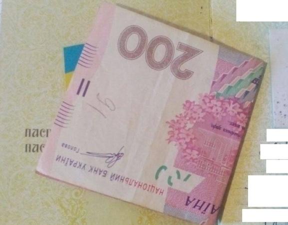 За 200 гривень по недійсному паспорту-черговий хабар прикордонникам у контрольному пункті «Чонгар»