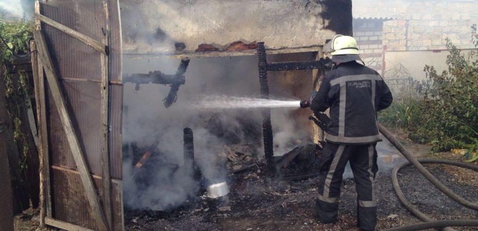 м. Херсон: ліквідовано пожежу допоміжної споруди у приватному секторі