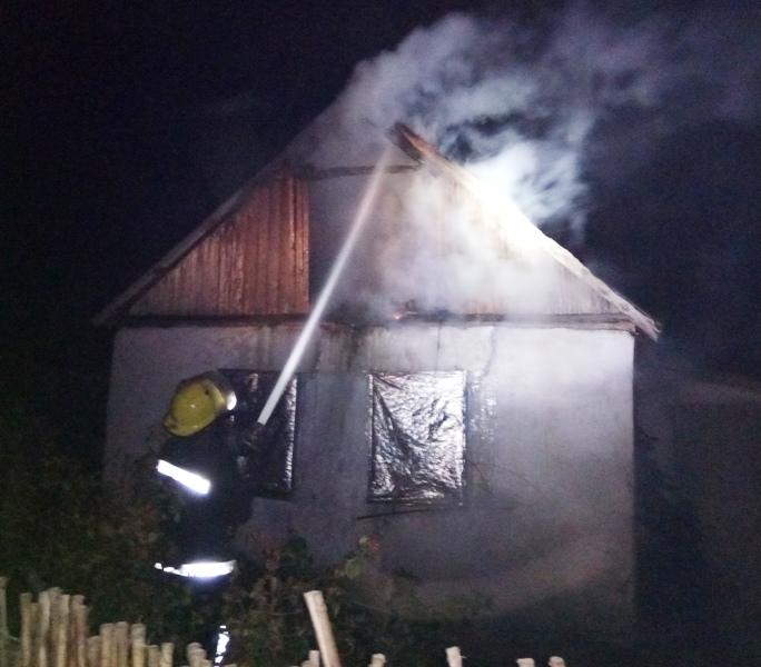 Каховські вогнеборці ліквідували пожежу у житловому будинку