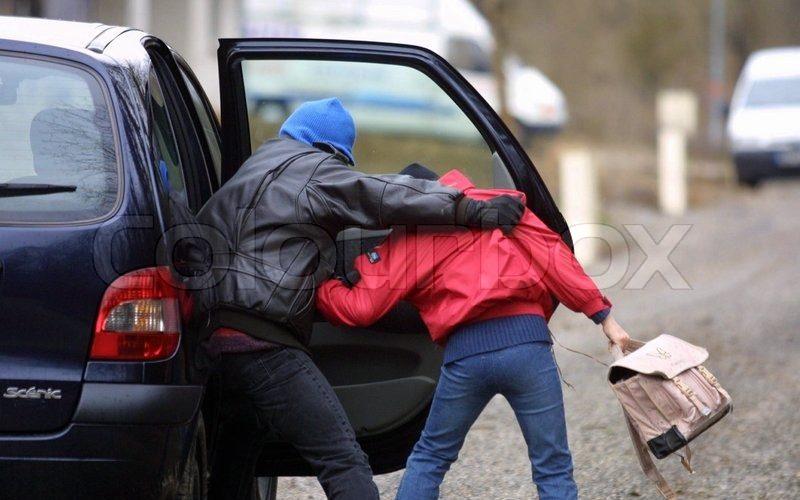 """На Херсонщине подозрительный чёрный """"Форд"""" преследует школьниц"""