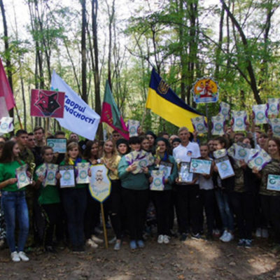 Теплі дні та свята воїнства й козацтва об'єднали молодь Херсонщини для військово-патріотичних забав