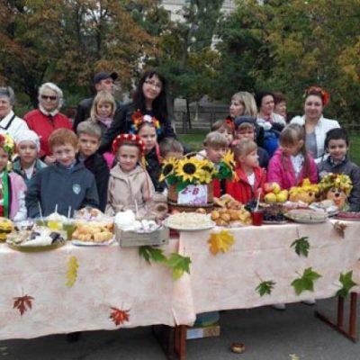 Новокаховська гімназія провела благодійний ярмарок