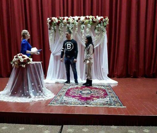 """У Генічеську перший """"шлюб за добу"""" зареєстрували молодята з Криму"""