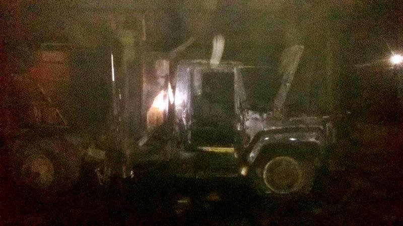 Херсонські пожежні-рятувальники майже до ночі гасили «ГАЗельку»