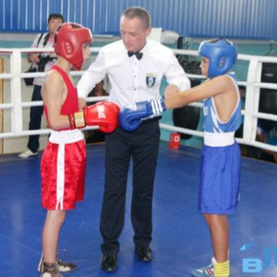 В боксе школьники не отстают от молодёжи