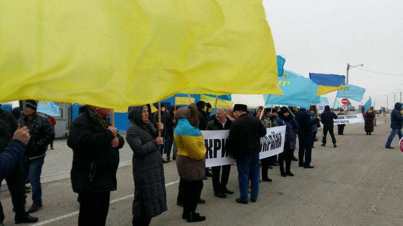 Херсонські й татарські активісти застерігають кримчан від зради