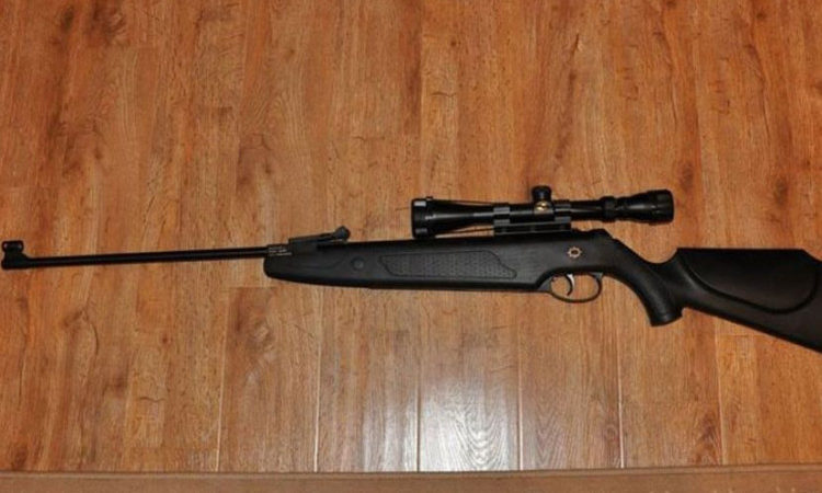 У Новотроїцьку 18-річний місцевий житель лякав людей пневматичною гвинтівкою