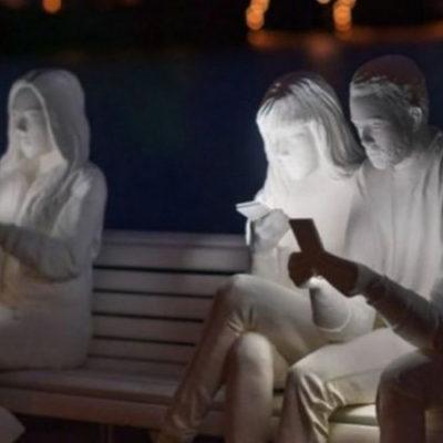 Художниця присвятила скульптуру залежності від смартфонів (фото)