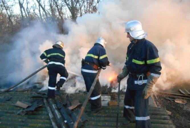 Новокаховські вогнеборці ліквідували пожежу у господарській споруді