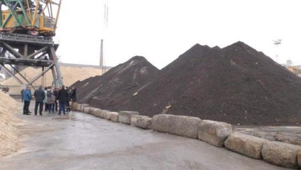 Прилетело: В «черных песках Черногории» песка нет